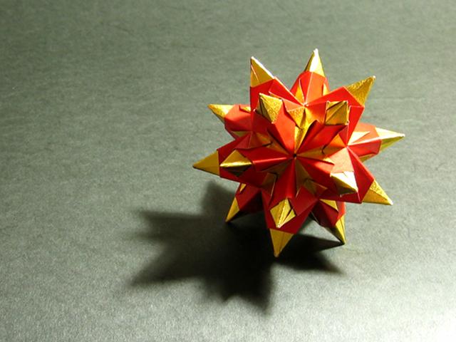 Sonobe unit Cumulated Icosahedron - (Modular Origami)   Flickr   480x640